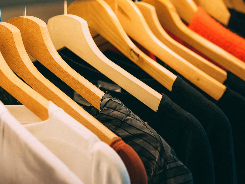 Štítky na oblečení s Vašou značkou – logom